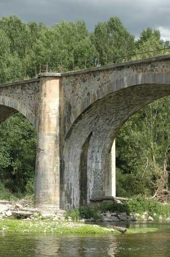 L'ancien pont de chemin de fer à Montrond-les-Bains